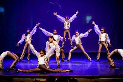 Outros grupos de alunos que surgiam da plateia aumentavam ainda mais o envolvimento do público com o espetáculo