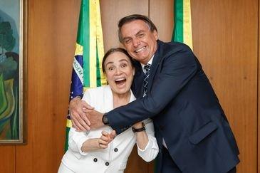Bolsonaro afirmou que Regina Duarte terá liberdade para montar sua equipe