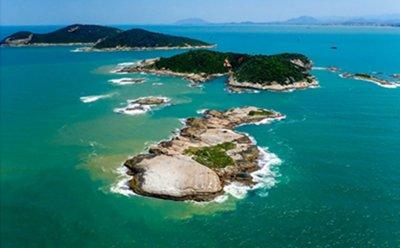 As atividades de pesquisa estão relacionadas ao Projeto Coral Vivo, Projeto Multipesca e Projeto Costões Rochosos
