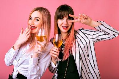 Pesquisa aponta que 17% das mulheres adultas afirmaram ter bebido uma vez ou mais por semana em 2019