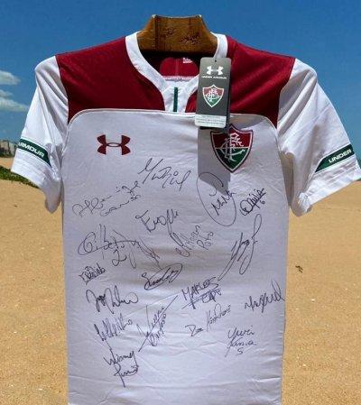 Camisa autografada foi enviada pelo jogador Paulo Henrique Ganso