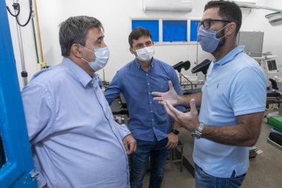 Carlos Emir Júnior, esteve no Hospital Público Municipal da Serra, no Trapiche, e no Pronto Socorro 24 horas de Córrego do Ouro