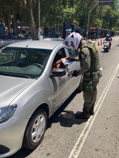 A orientação que está sendo passada aos agentes de trânsito que estão atuando nas vias públicas