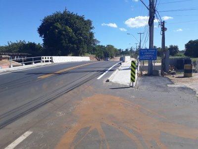 A antiga ponte foi condenada e derrubada pelo departamento, em junho de 2019