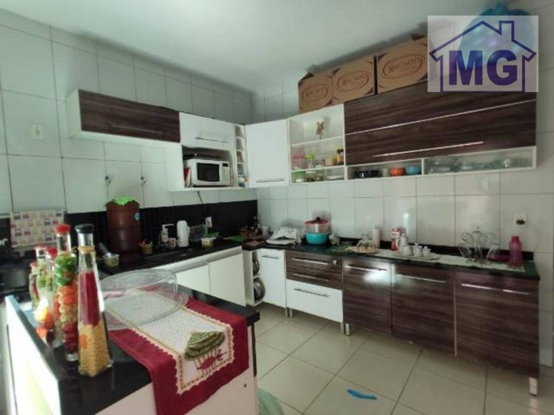 Casa com 2 dormitórios, 98 m²